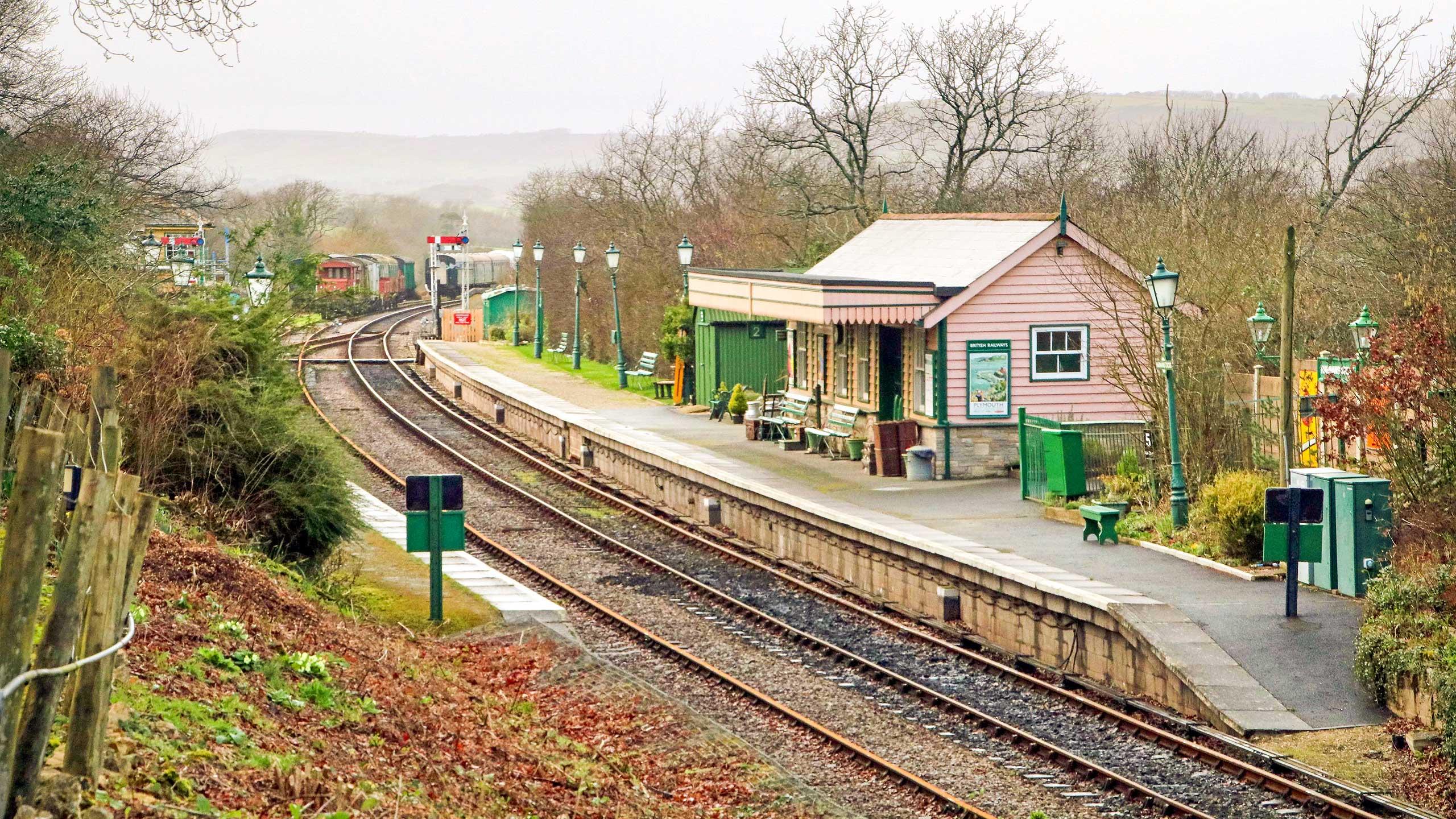Purbeck Community Rail Partnership Sliding Banner Harmans Cross Railway Station 01 2560x1440px