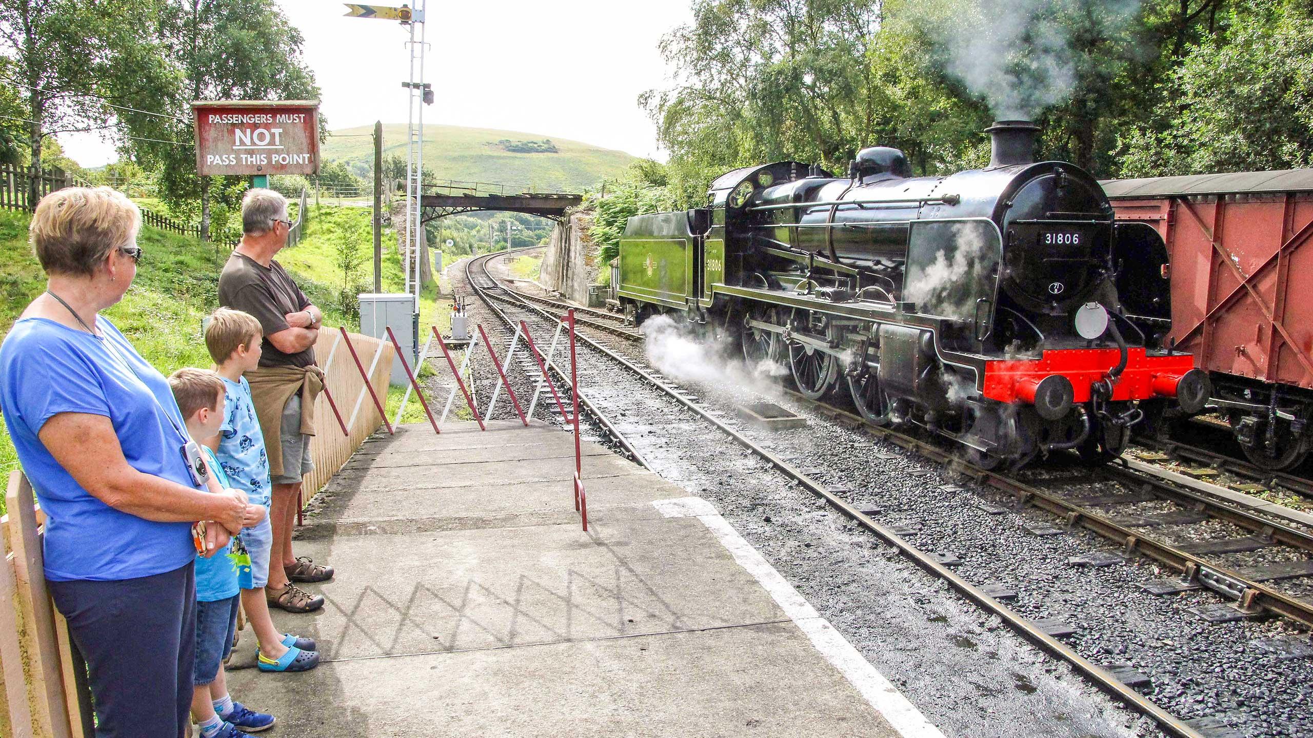 Purbeck Community Rail Partnership Sliding Banner Norden Railway Station 01 2560x1440px