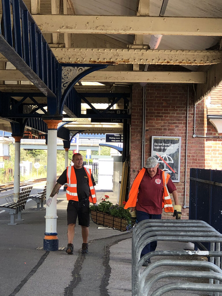 Pcrp, Wareham Town Council And Friends Of Wareham Station Providing Beautiful New Baskets Of Flowers 01
